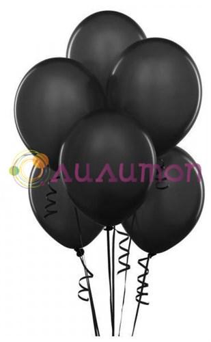 Облако из чёрных воздушных шаров