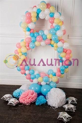 Цифра восемь из шаров